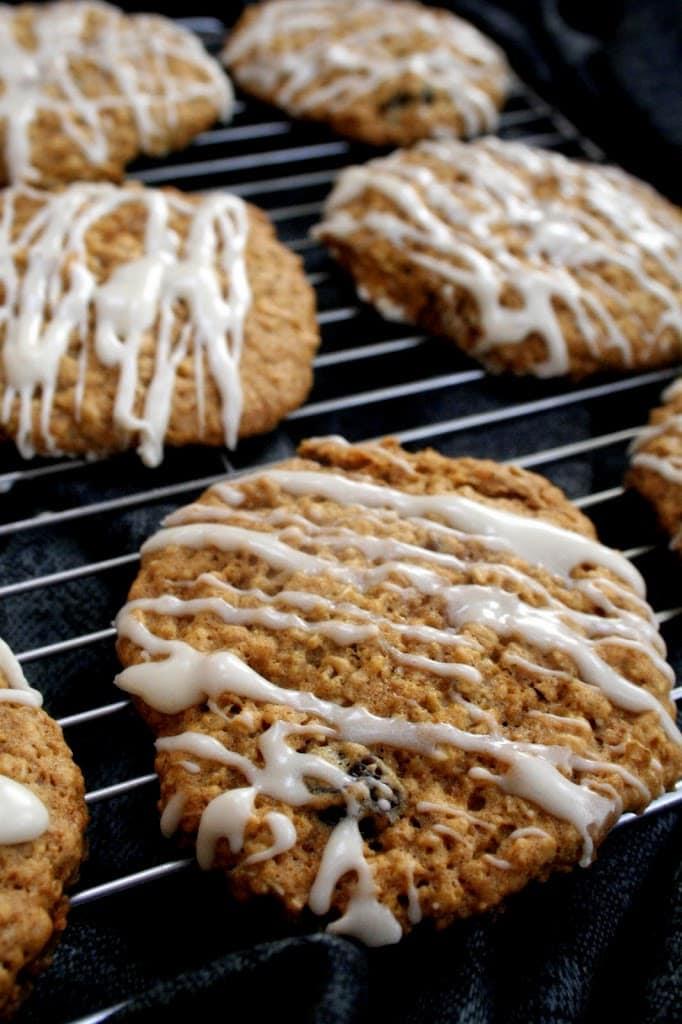 Maple oatmeal raisin cookies! - Broma Bakery