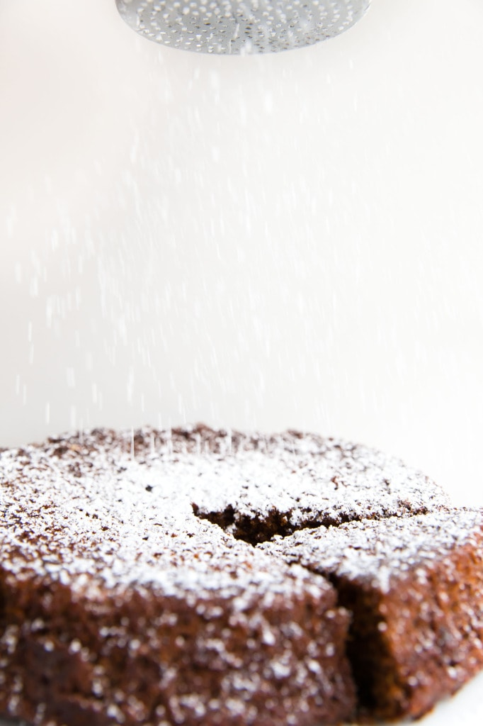 Fresh Ginger and Molasses Cake with powdered sugar