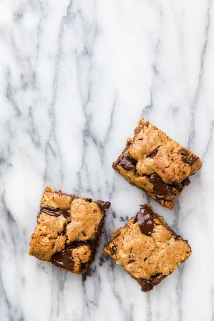 Whole Wheat oatmeal molasses dark chocolate gooey bars. A mouthful of healthy, low sugar, melt in your mouth flavor! | Broma Bakery