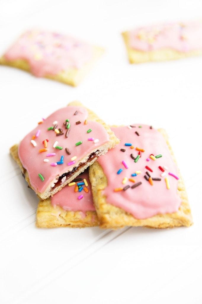 Strawberry nutella poptarts!   via Broma Bakery   #nutella #poptarts