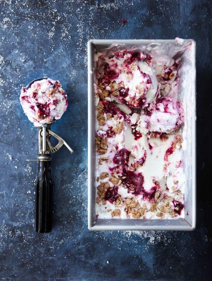 Gluten free Blackberry Crisp Frozen Yogurt that perfectly combines warm flavors in a tangy frozen yogurt