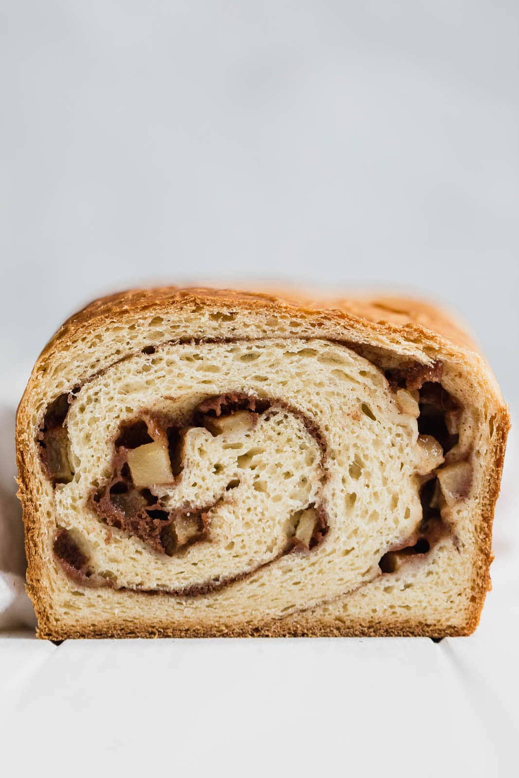 A scrumptious weekday breakfast, this soft and chewy homemade Cinnamon Apple Swirl Bread is EVERYTHING!