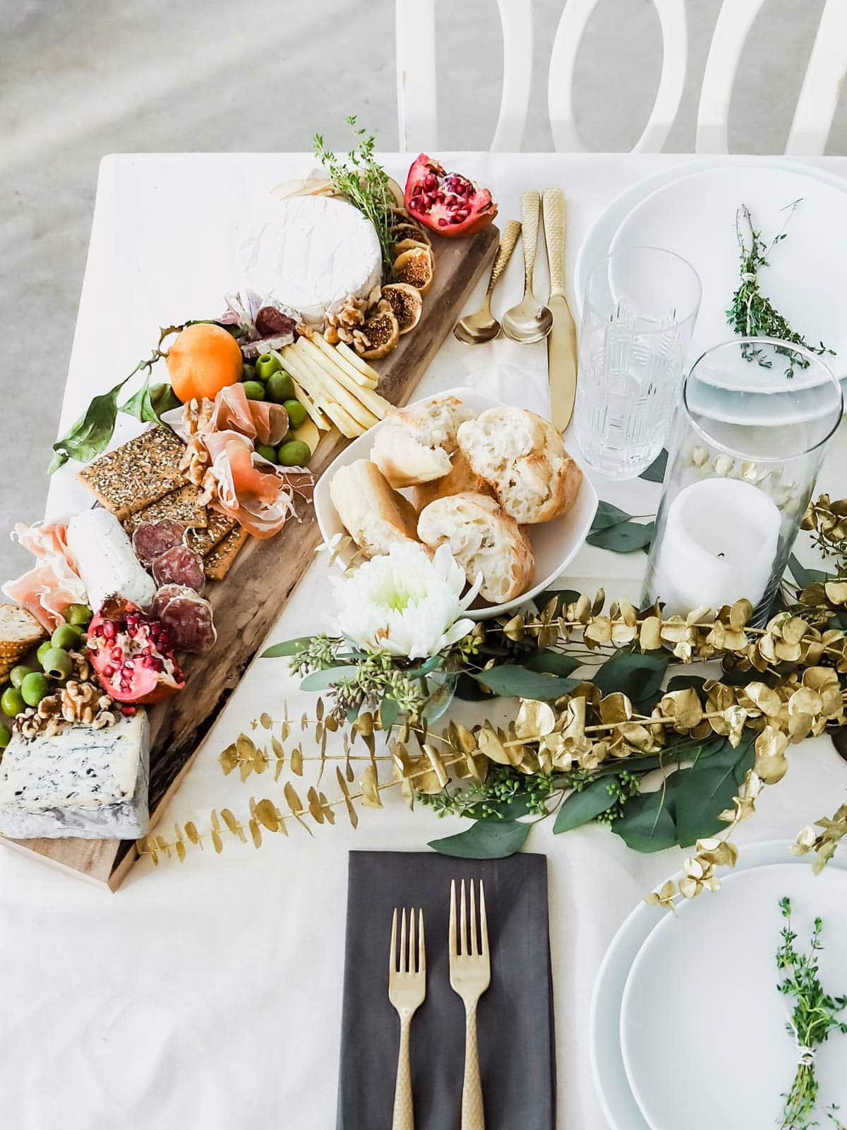 10 ways to host an instagram worthy holiday party broma for Dinner party recipes for 12
