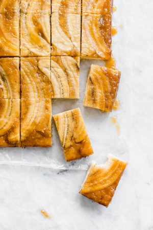 Caramelized Banana Upside Down Cake brings banana bread to a whole new level. Best yet? It takes one bowl and only 1 hour to make!