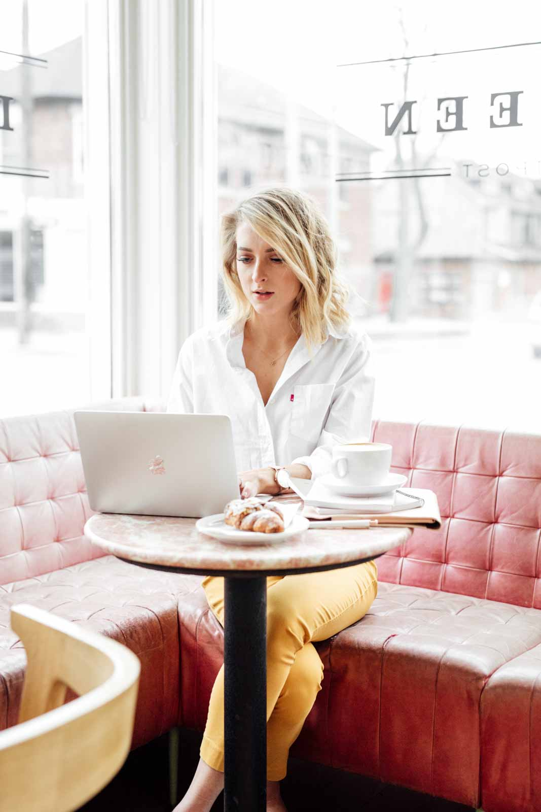 5 Steps You Can Take To Monetize Your Brand Right Now, as told by a blogger, influencer, and small-business owner! Why not make money if your brand if you can? Here's how!