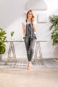 5 cute-casual outfits for the work from home entrepreneur! We're all about style with minimal effort. Here are 5 outfits to wear when you work from home!