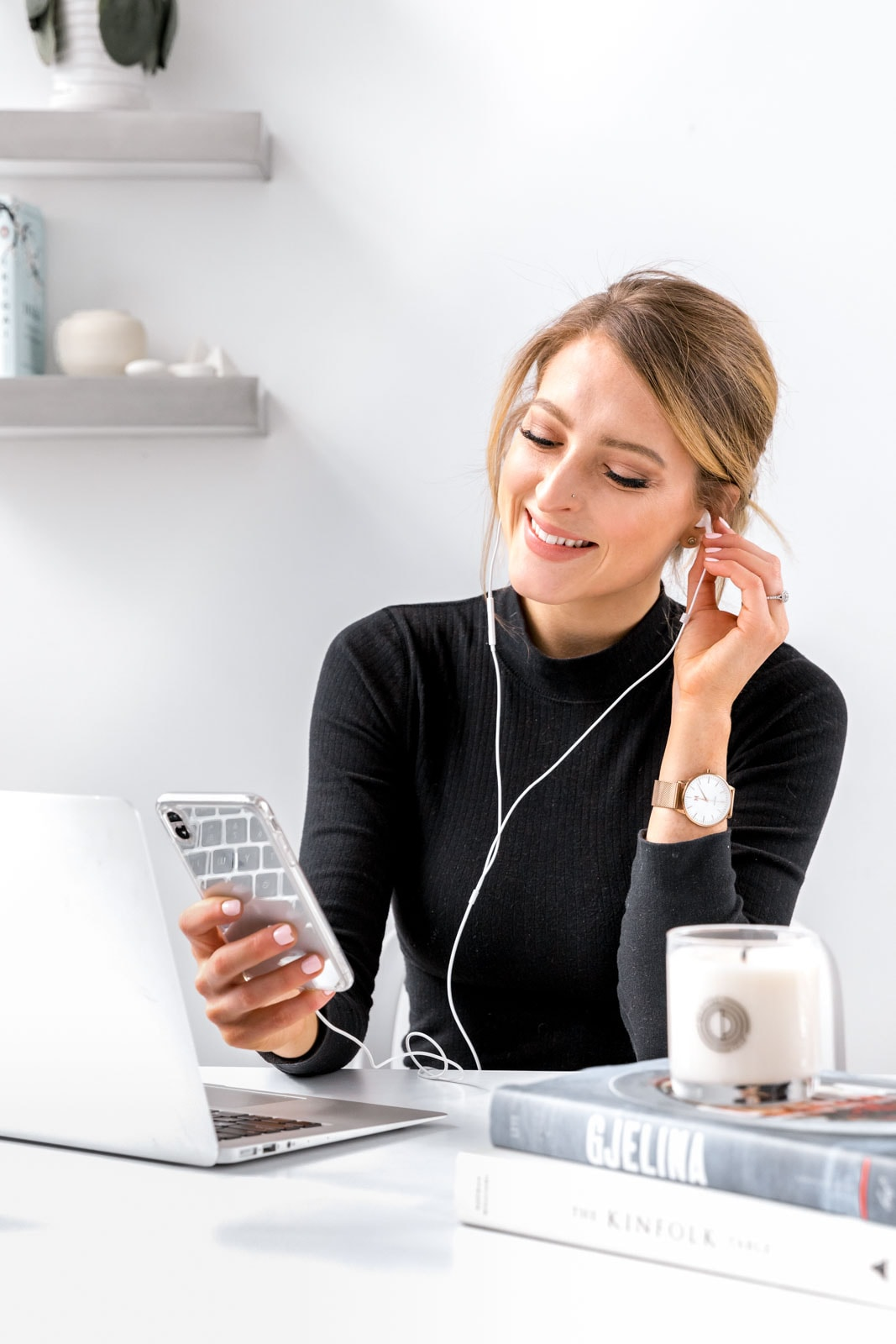 As an entrepreneur, your time is valuable. That's why we rounded up these 5 podcasts for entrepreneurs to maximize your time, so that you can listen AND learn.