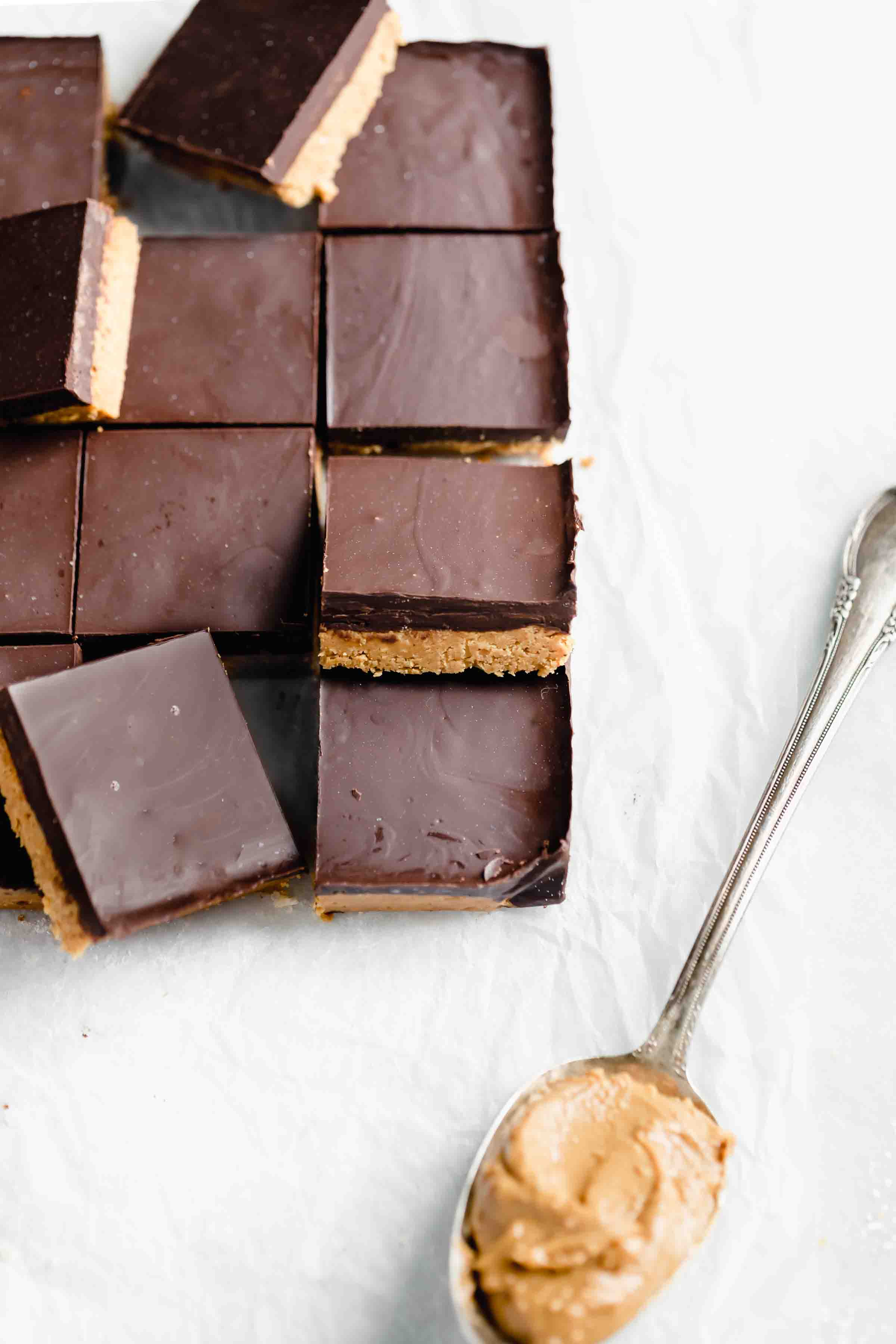 No bake healthy vegan peanut butter chocolate bars made with just 4 ingredients!