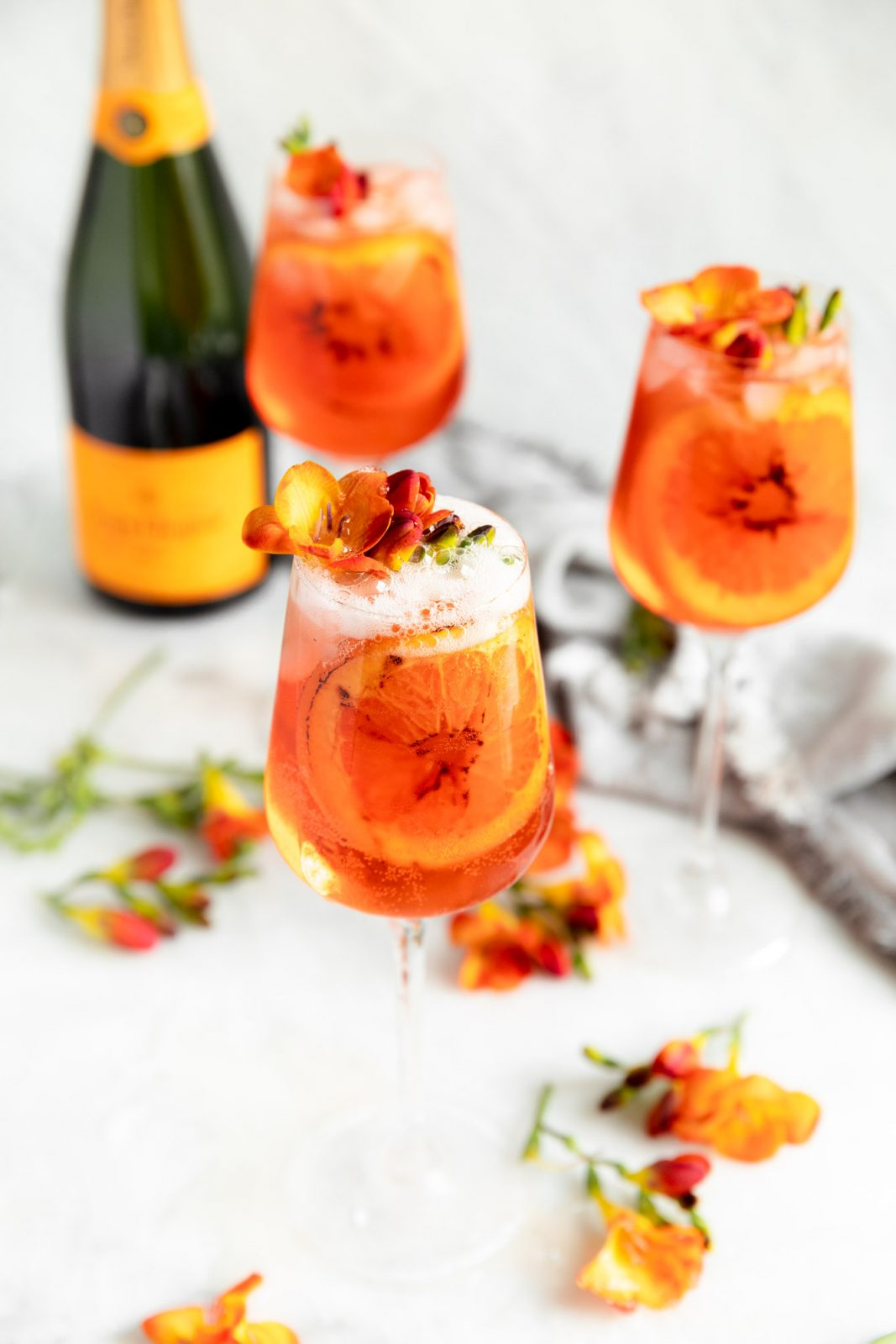 Summer cocktail season is here! We're celebrating with this bubbly and refreshing easy aperol spritz recipe. Perfect for a hot night. Or day :)