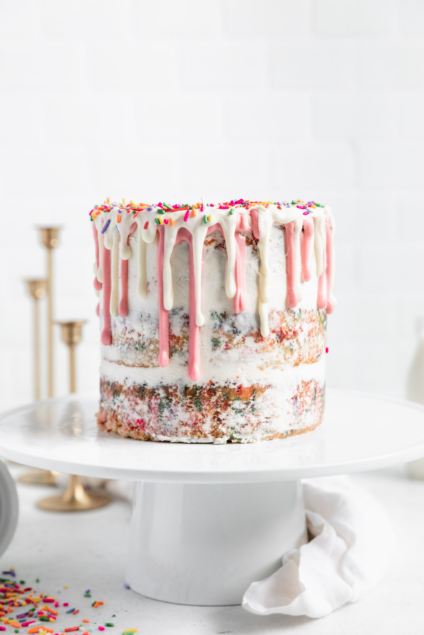 The best homemade funfetti cake recipe! Tastes even better than the pillsbury cake mix and makes the perfect birthday cake.