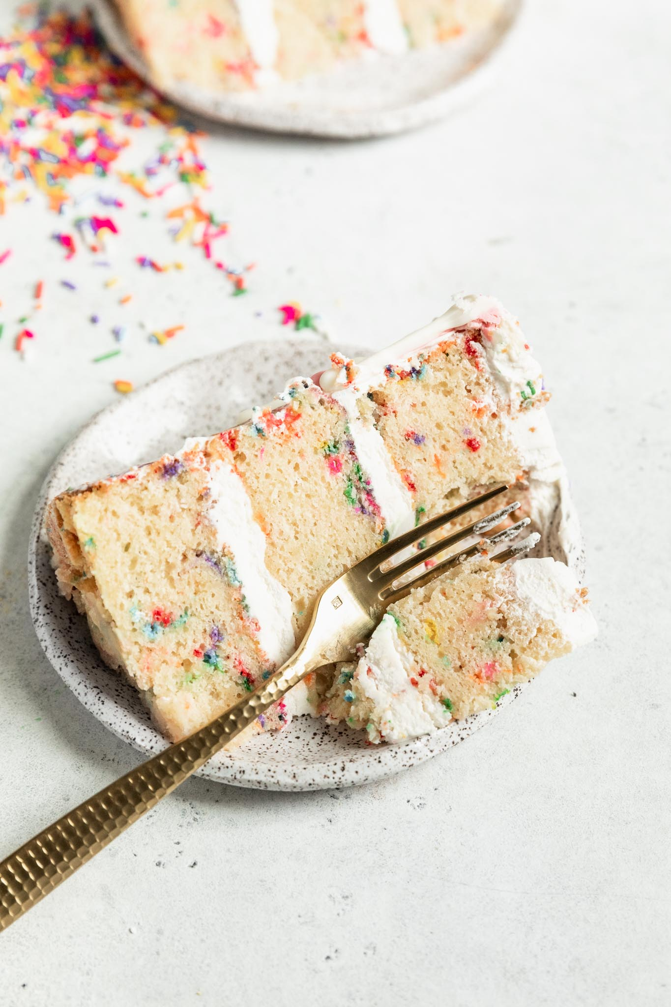 The best funfetti cake recipe! Tastes even better than the pillsbury cake mix and makes the perfect birthday cake.