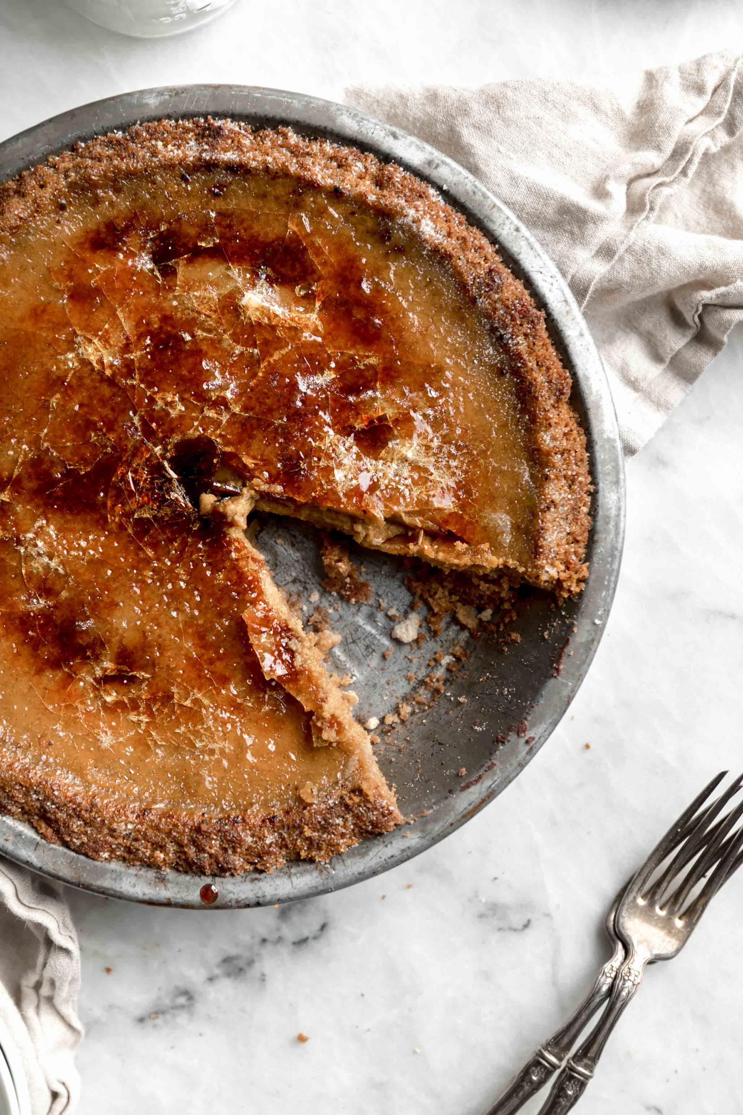 Do you like creme brûlée? Do you like pumpkin pie? Introducing new favorite dessert: Brûléed Pumpkin Pie. Creamy, crunchy, and perf for Thanksgiving!