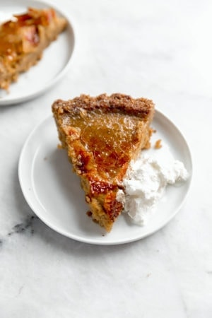 Put a fun spin on classic pumpkin pie with this brûléed pumpkin pie topped sugar crunch crust!