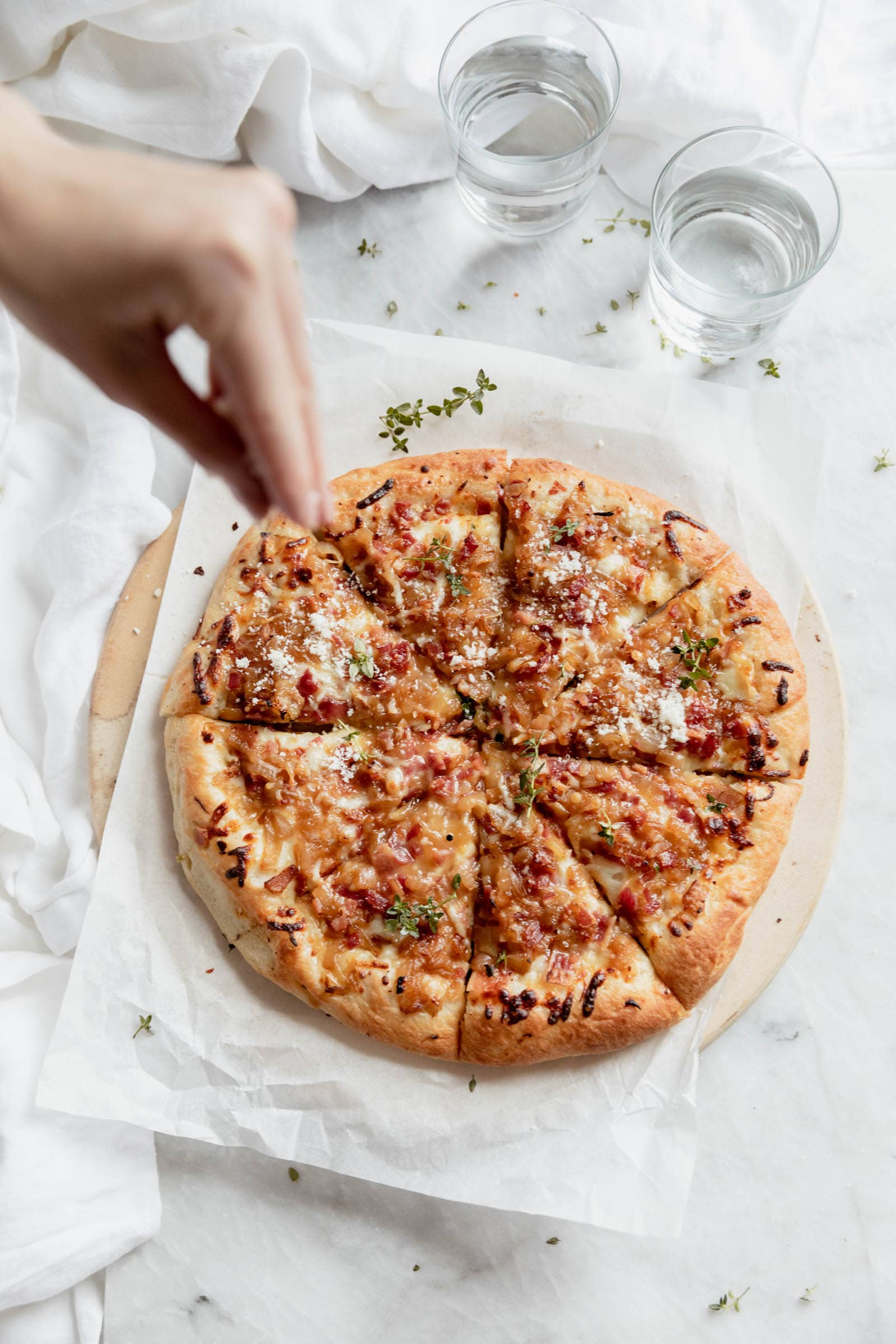 overhead shot bacon and caramelized onion pizza slices