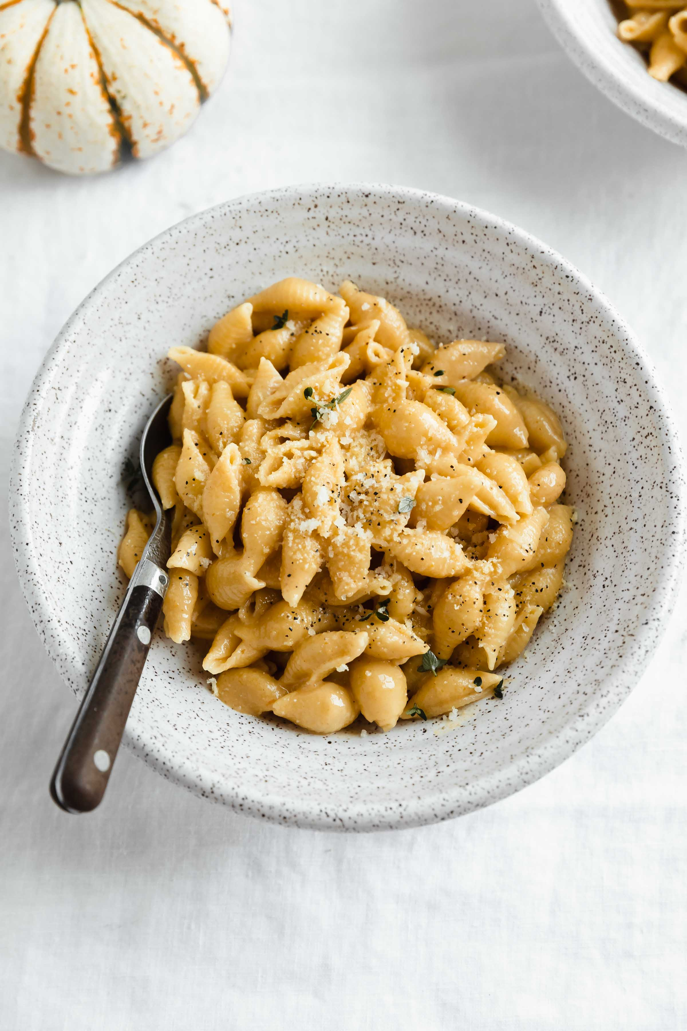Time to get cozy! Snuggle up with a big bowl of this healthyish homemade pumpkin mac and cheese. Made with gruyere, cheddar, pumpkin and a hint of nutmeg!