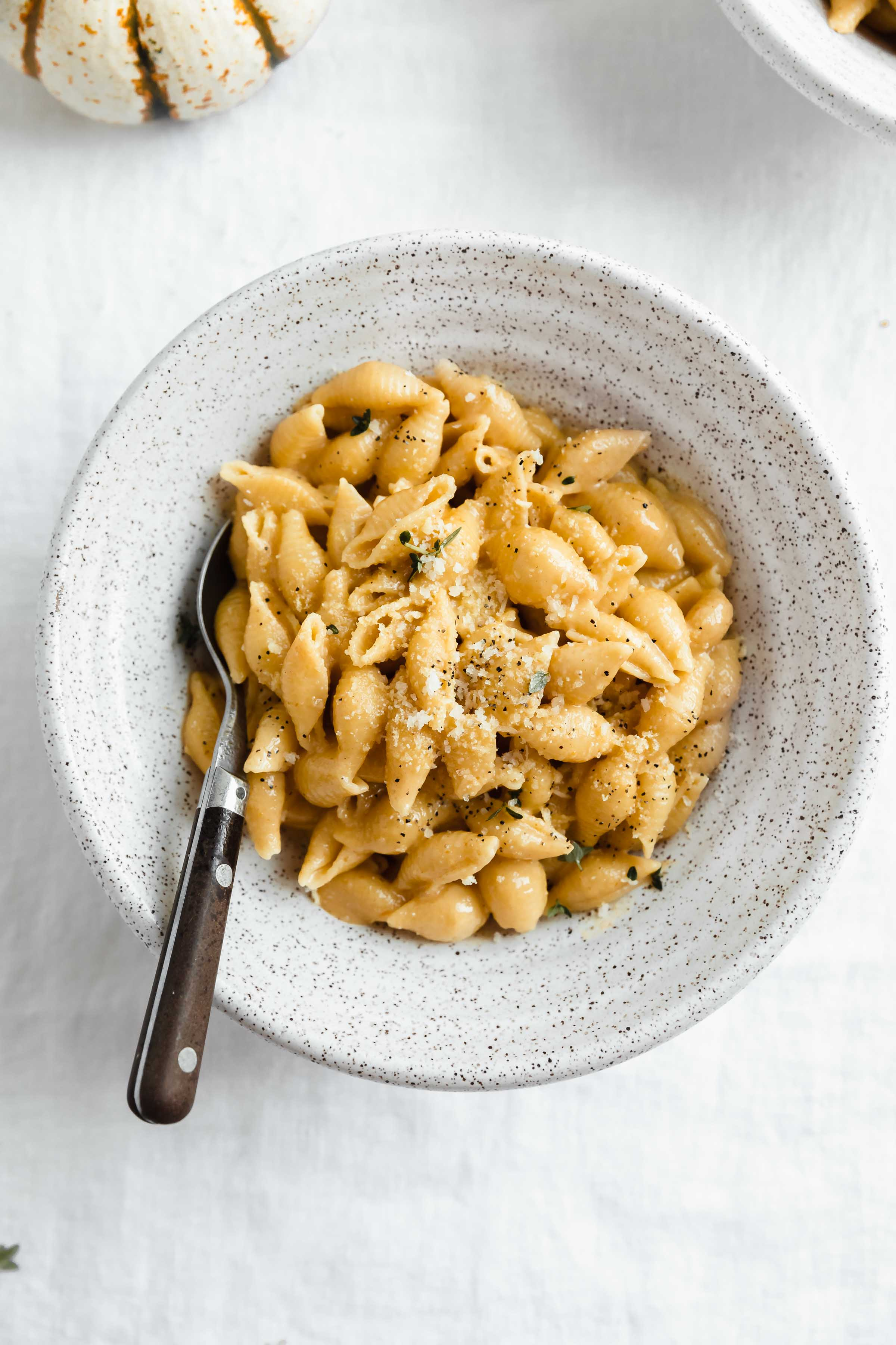 This cozy pumpkin mac and cheese tastes like a hug!