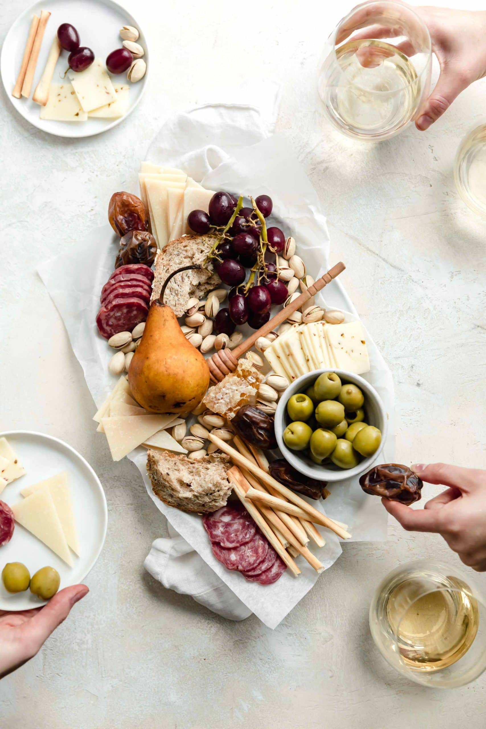 https://bromabakery.com/how-to-make-a-cheeseboard/