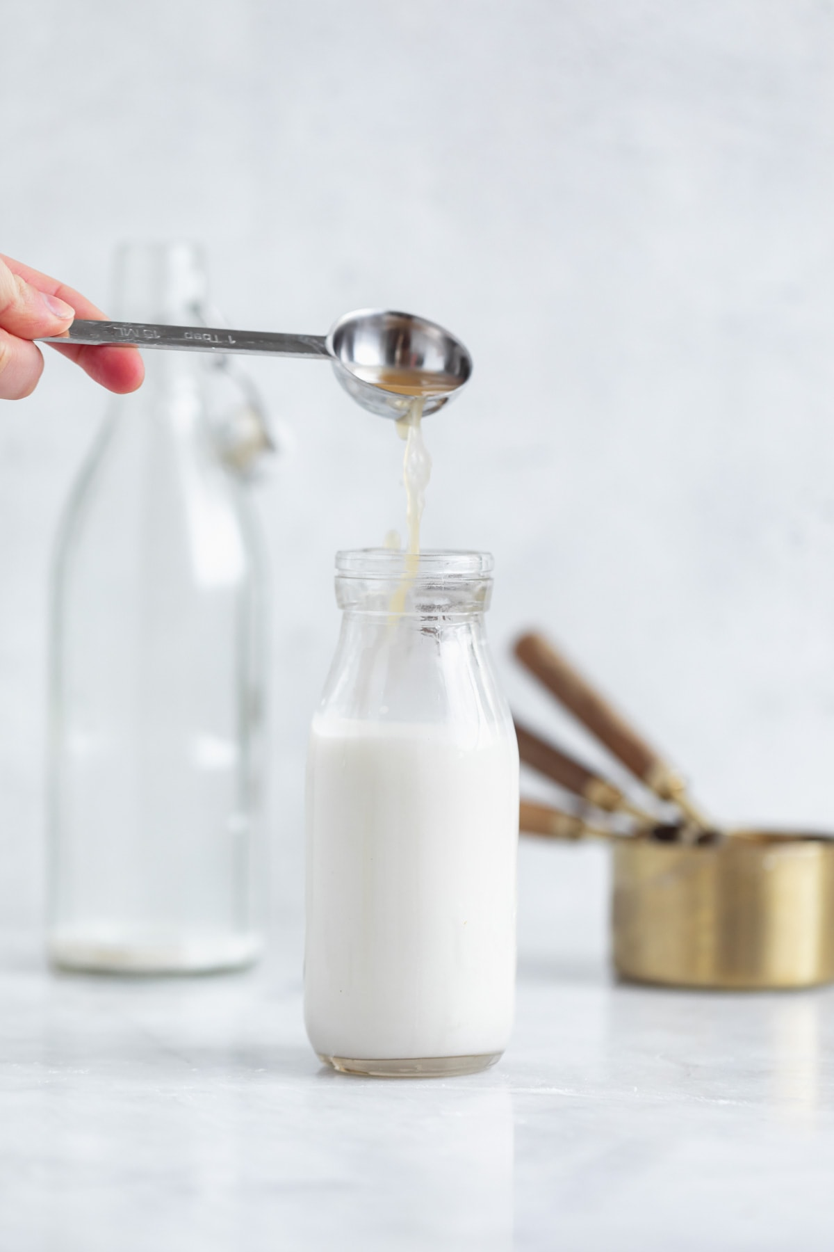 how to make buttermilk substitute with vinegar