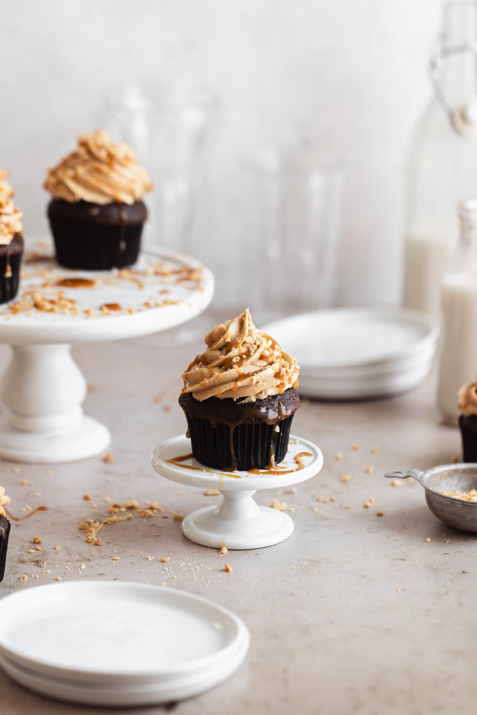 csokoládé mogyoróvajas cupcakes karamelles csöpögéssel