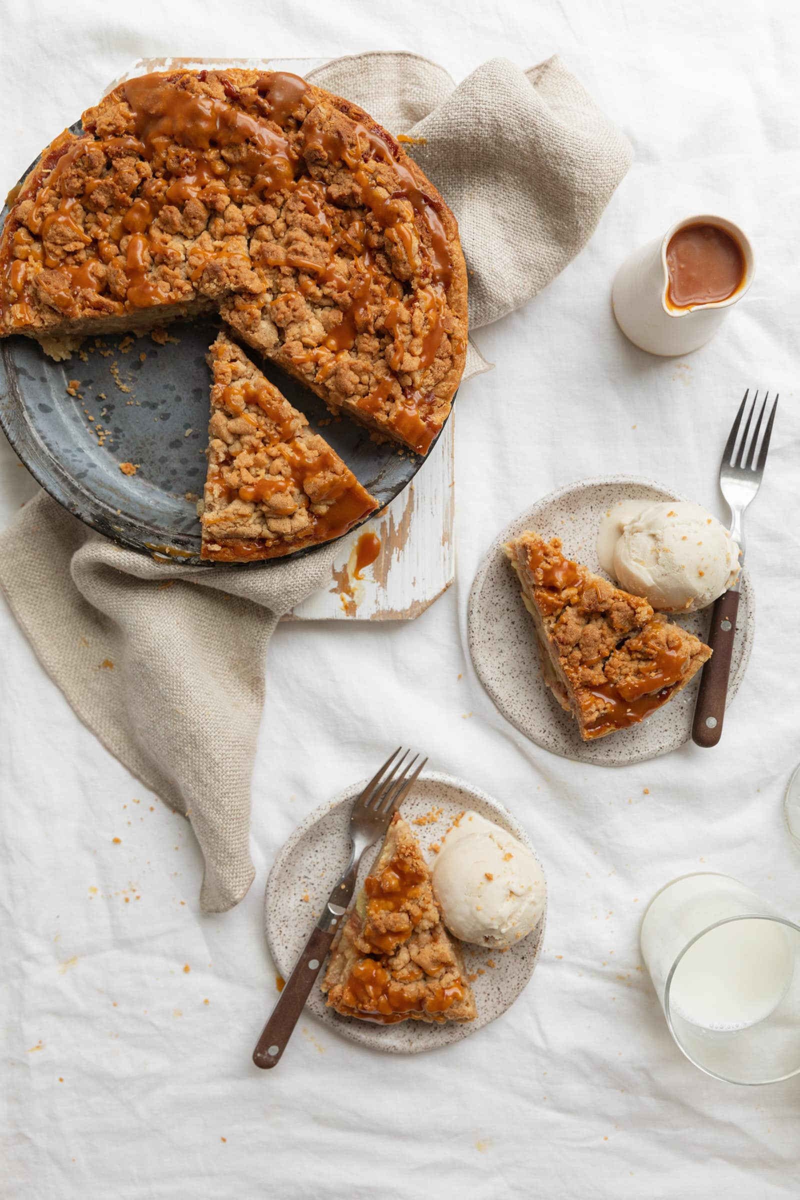 dutch apple pie with caramel