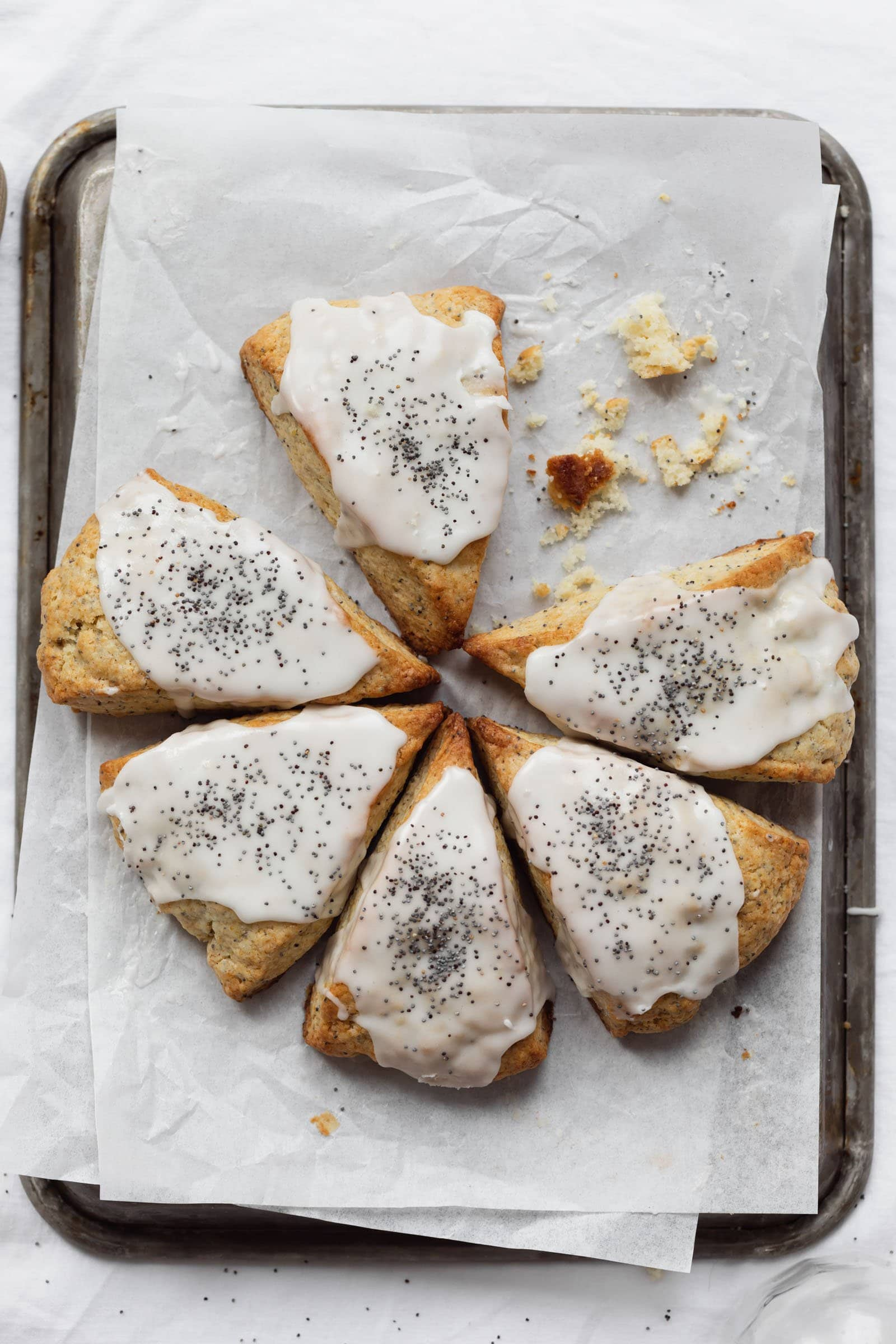lemon poppyseed scones with lemon icing