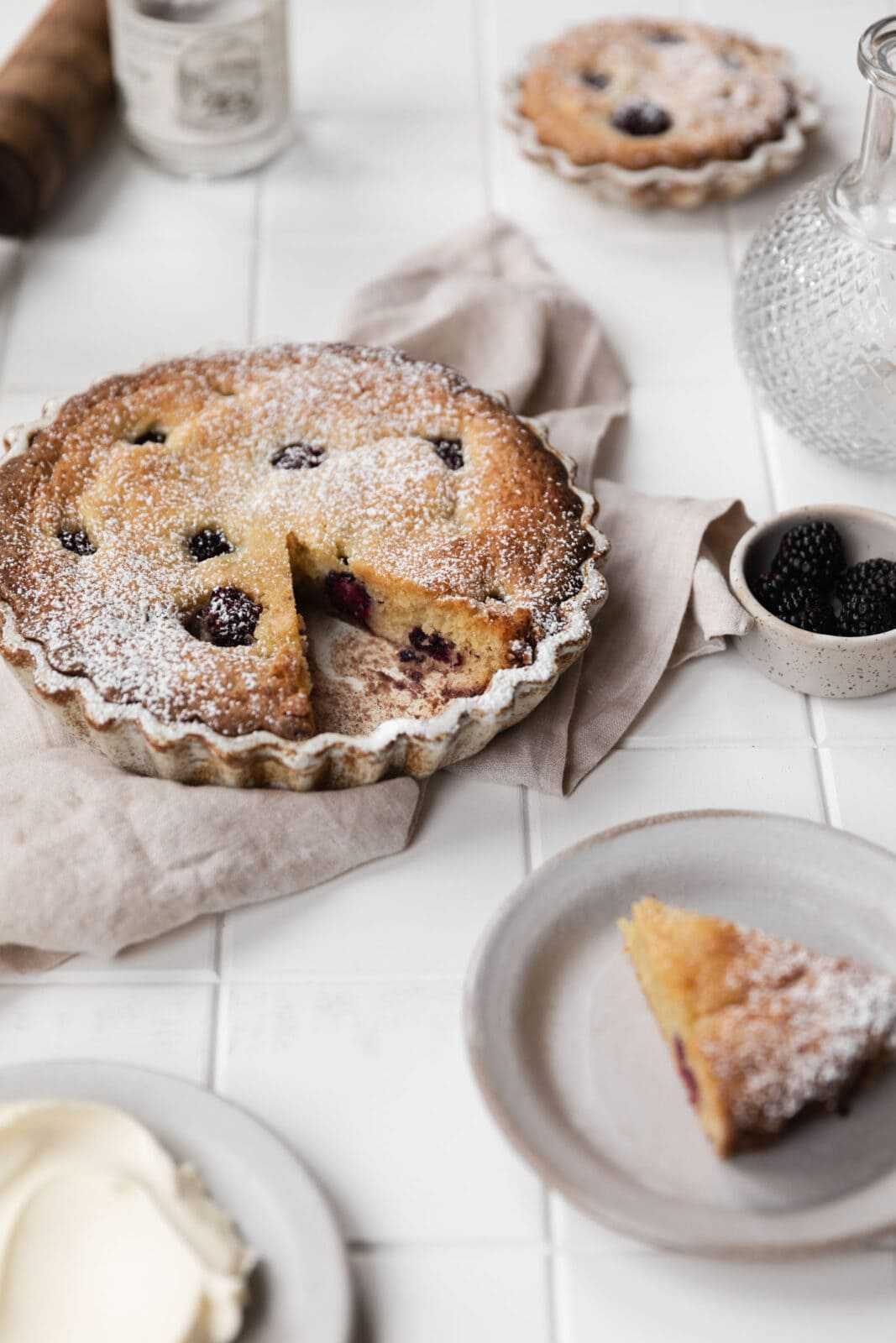 blackberry almond cake with confectioners sugar