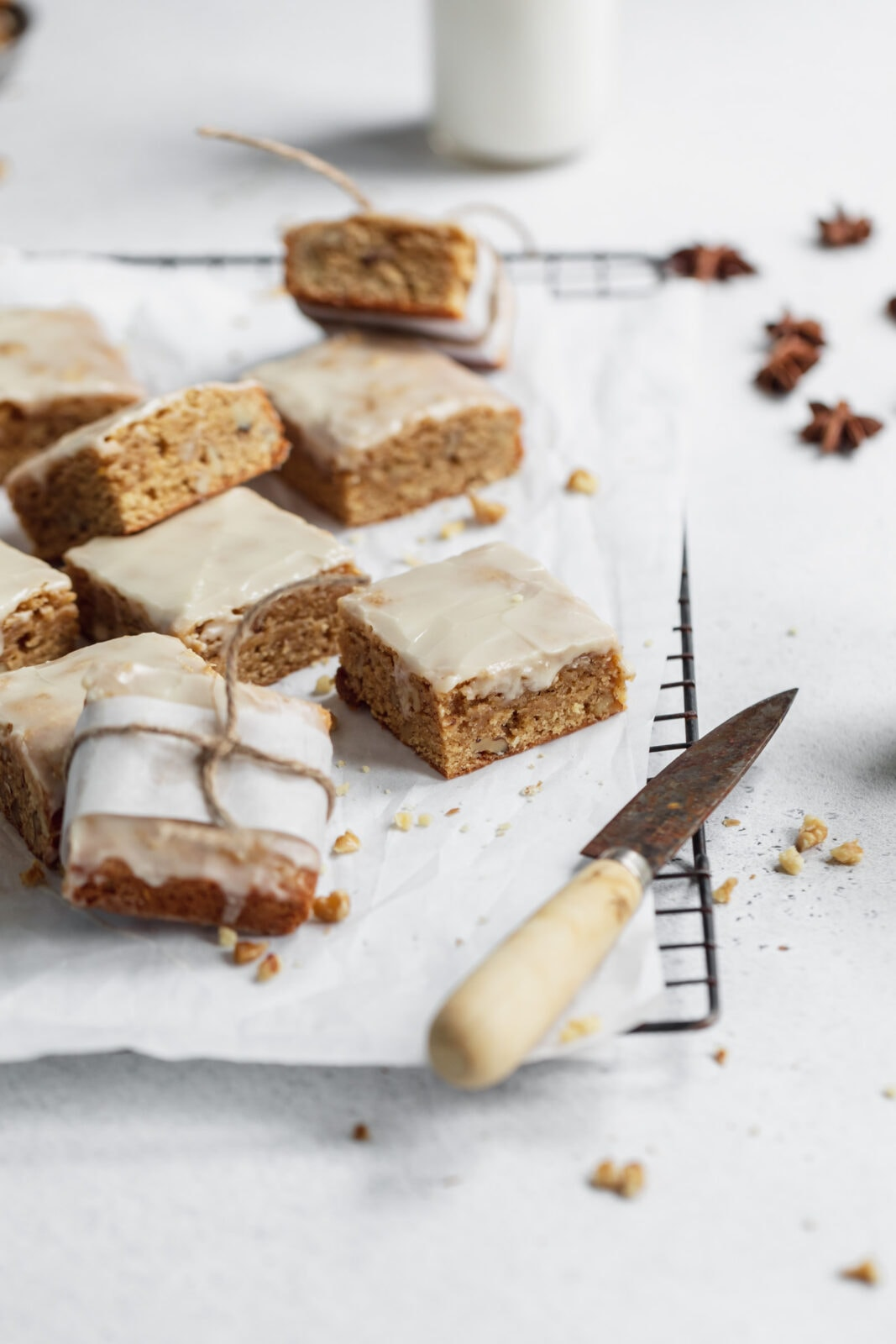 maple chai blondies with maple frosting